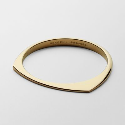 We collaborated with celebrated British designer Miranda Watkins on a collection of modern, sculptural jewelry that translates our understated aesthetic into effortlessly wearable pieces. This slip-on bangle is made from 18k gold-plated brass and is rounded on one side with two asymmetrical points on the other.