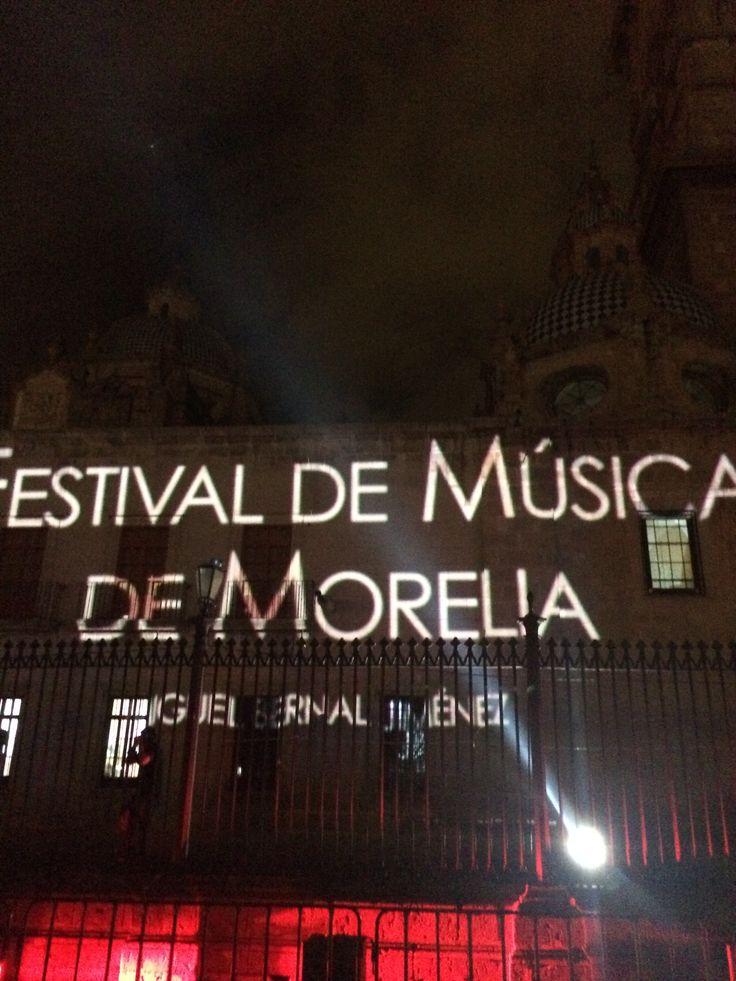 Catedral de Morelia engalanada para el festival de música