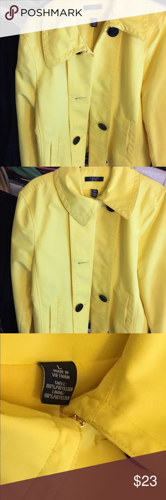 Short rain coat Short rain coat in excellent condition looks great on. Has pockets Chaps Jackets & Coats Trench Coats