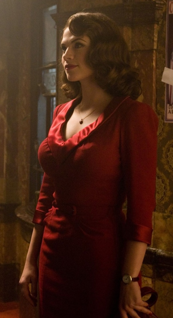 Peggy in THAT red dress. The perfect dress... the one I really want. What can I say, I like red, and red likes me. ^_^