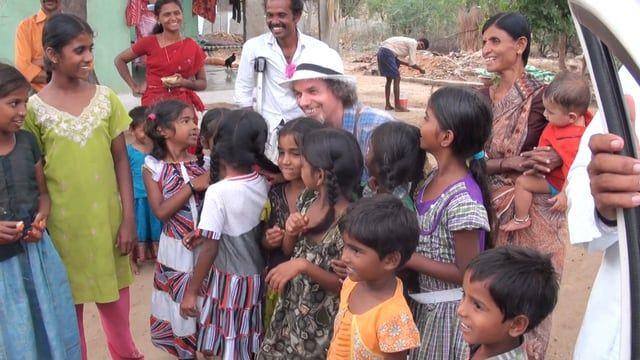 natyan resta qui! – Gayatri TV Momenti inediti dall'India e il solito siparietto in cui natyan, a sera, non vorrebbe mai andarsene dal Villaggio di Dhupampalli. Tratto dalla Pagina Facebook Gayatri TV https://www.facebook.com/pg/natyangayatritv/videos/?ref=page_internal Grazie in anticipo per i Tuoi Likes e la condivisione!  Visita il sito di natyan: http://www.studiogayatri.it
