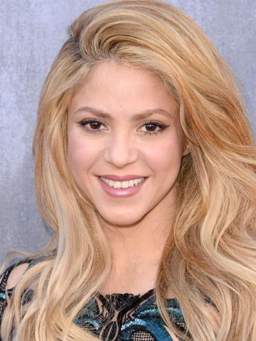 Shakira blonde hair color idea - described as light natural blonde color macadamia.  She also has apricot streaks blended in around the face.