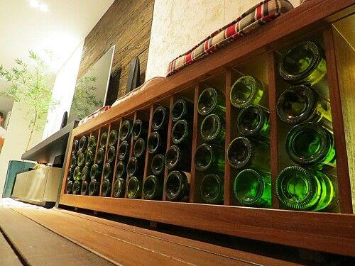 Adega decorativa para garrafas vazias