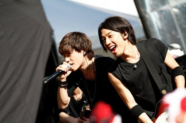 SPYAIR:  Their live performance is awesome.