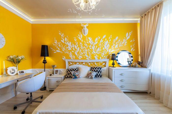 Желтый цвет для спальни   #желтый #натяжнойпотолок #спальня #туалетныйстолик Ещё фото http://iqpic.ru/%d0%b6%d0%b5%d0%bb%d1%82%d1%8b%d0%b9-%d1%86%d0%b2%d0%b5%d1%82-%d0%b4%d0%bb%d1%8f-%d1%81%d0%bf%d0%b0%d0%bb%d1%8c%d0%bd%d0%b8