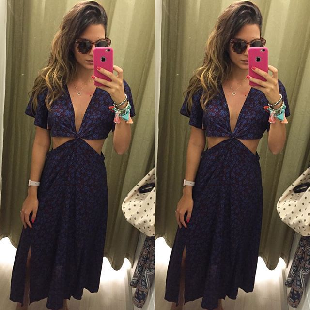 WEBSTA @ catarinacanales - Achadinho de hoje na @lojasrenner ameeei esse vestidinho que tava remarcado de R$129 por R$49,90 😱😍 amei os recortes e as fendas embaixo #espiãdefastfashion #achadinhos