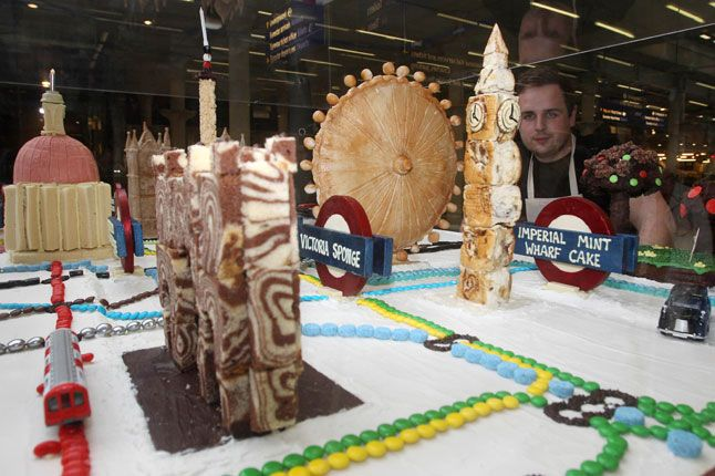The London Tube, as envisioned by bakers!
