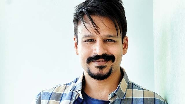 Vivek Oberoi, who made his Tamil debut with 'Vivegam' says hindi films have failed to break records as south films do. Vivek Oberoi made his Tamil