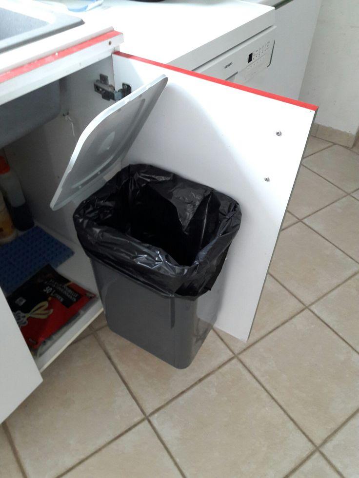 affordable une poubelle qui suouvre presque toute seule. Black Bedroom Furniture Sets. Home Design Ideas