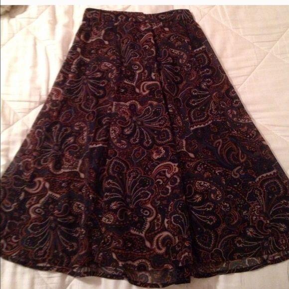 Forever 21 paisley skirt sz xs Forever 21 xs skirt just below the knee. Forever 21 Skirts Midi