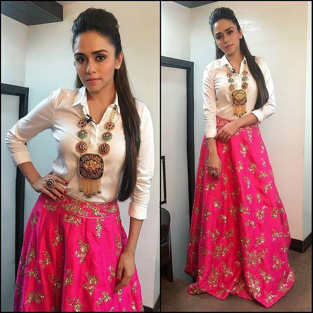 ✨ @AmrutaKhanvilkar In @VeroModaIndia Shirt, @PinkPeacockCouture Skirt & @Nidhis_Jewels Jewellery on the sets Colors Marathi #2MAD - Styled By @ShivaniPatil_ & Hair By @Reshma_HairStylist.  #AmrutaKhanvilkar #VeroModa #NidhisJewels #PinkPeacockCouture #OOTD #Marathi #Bollywood #CelebrityStyle #IndianFashion #Ethnic #Beauty #Glam #Love #InstaFashion #BollyFashionFiesta