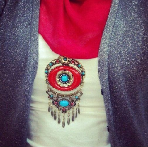colorful statement necklace with hijab, How to wear statement necklace with hijab http://www.justtrendygirls.com/how-to-wear-statement-necklace-with-hijab/