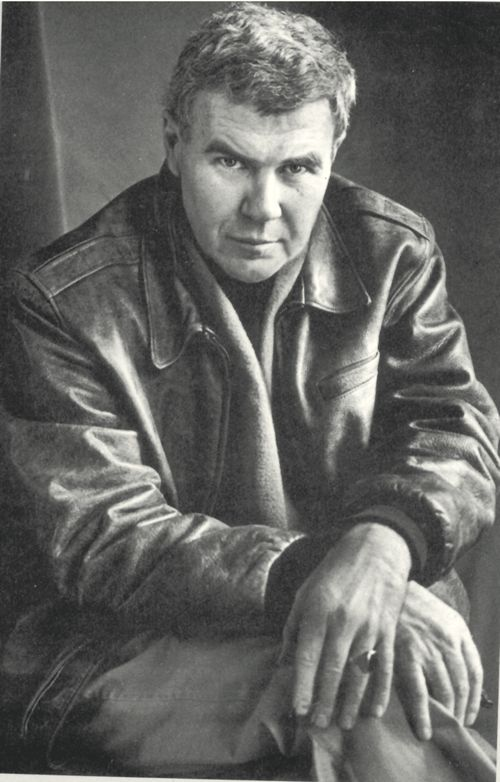 minimalism by raymond carver Raymond carver never liked being called a literary minimalist but he was one, at  least under the editorial knife of his sometime editor, gordon.