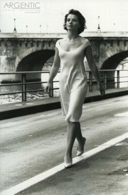 Juliette Binoche by Doisneau. She reminds me of my mama :)