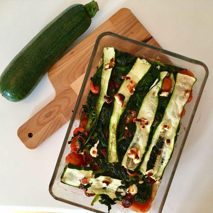 Gek op lasagne? Probeer dan eens deze lasagne met geitenkaas en spinazie! Je vindt het recept van dit heerlijke gerecht op FIT.nl!