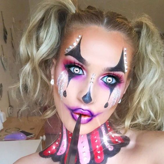 If you opt for clown makeup this Halloween, you will become a star at any party. Firstly, this image is really vivid. Secondly, it is in trend.