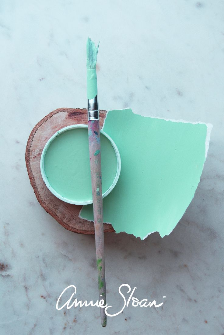 Loving this minty green paint colour mix by Annie Sloan using Equal parts of Antibes Green and Florence with lots of Pure White by Annie Sloan