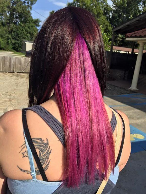 Schokoladenbraunes Haar Mit Rosa Darunter 1 Darunter Schokoladenbraunes Brightunderligh Hair Color Underneath Pink Peekaboo Hair Underlights Hair