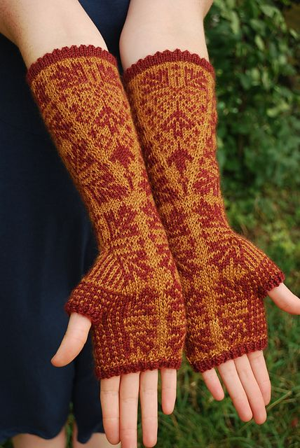 Ravelry: Maple Fall Fingerless Gloves pattern by Alexis Hoy