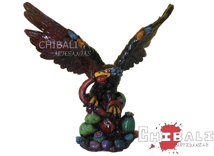 DEMES-ÁGU01  Ancho: 38 cm Alto: 36 cm Lado: 20 cm  Imagínela en el espacio que guste, se vera increíble esta pequeña #águila cubierta con pasta de distintos colores.