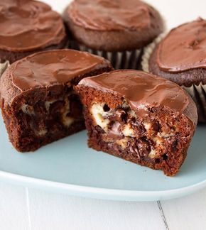 Kakaolu İçi Ceviz ve Elmalı Mini Kekler