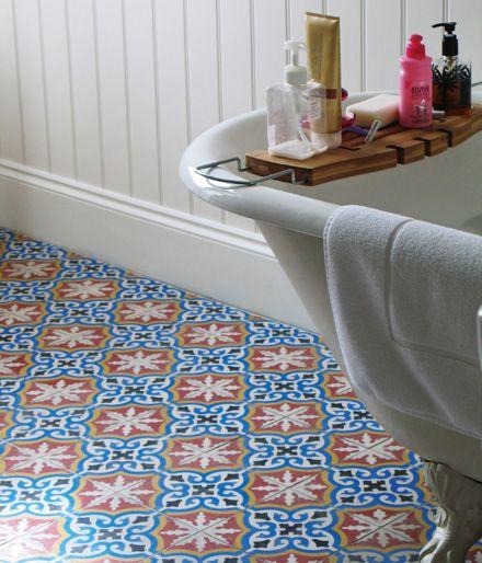Marockanskt kakel på golvet. Hmm, för mycket? Eller snyggt?