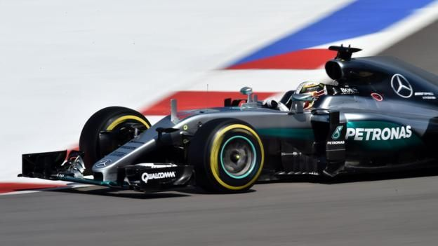 Lewis Hamilton pipped Mercedes team-mate Nico Rosberg in the final practice session before qualifying at the Russian Grand Prix.