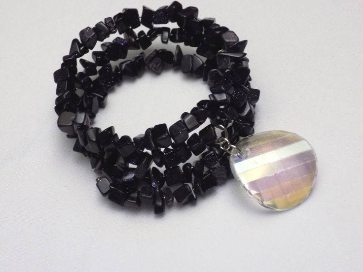 Memorywire+bracelet+in+black+glittering+nugget+beads+with+a+big+faceted+charm+pendant