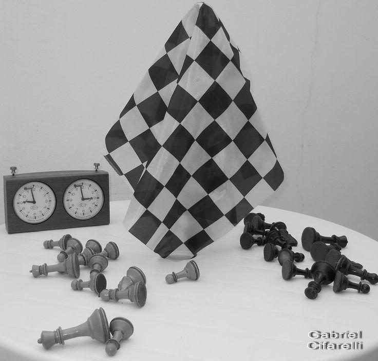 Ajedrez // Foto de obra // Instalación // Medidas Variables // Gabriel Cifarelli