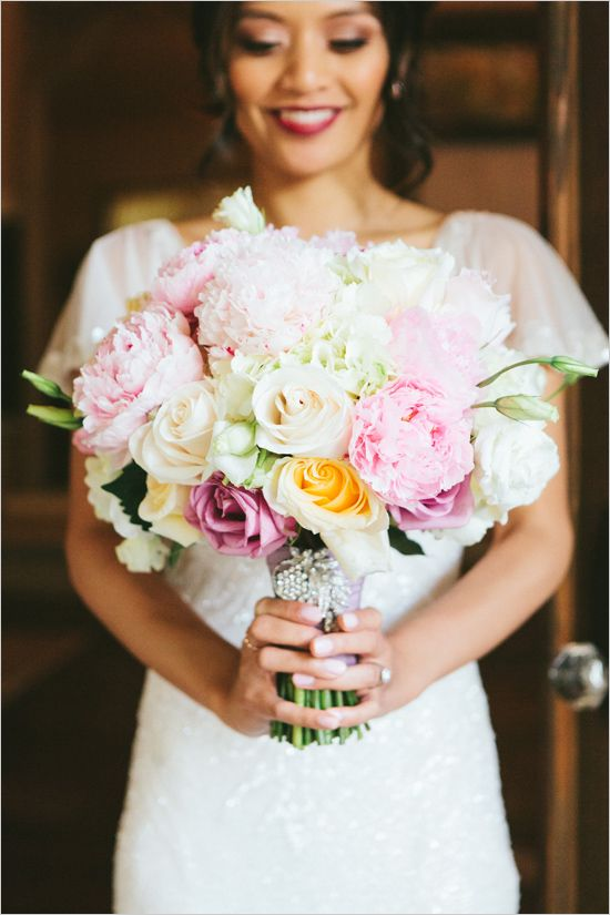 glamorous wedding bouquet @weddingchicks
