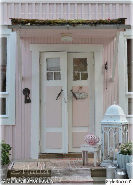 Vaaleanpunaiseksi maalattu kaunis Villa Honkasalo #styleroom #talo #maalaisromanttinen #inspiroivakoti Täällä asuu: mallaruutiainen