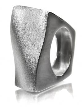 LOVE. Bilbao Curved Square Ring #sikarajewelry