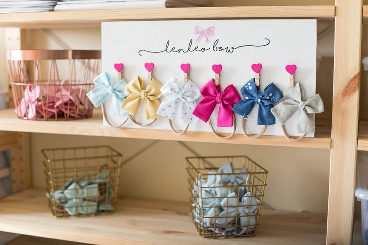New products in the shop! Clip Holder for Hairaccessories! Such a cute way to display all your hairclips! The Hairbows Holder is available in various colors and patterns 🎀