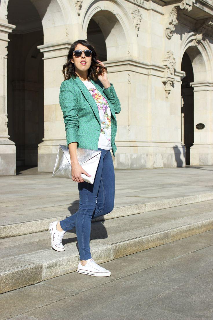 look primaveral , look sporty chic #moda #siemprehayalgoqueponerse #modavigo #converse #jeans #bolso #plata #blazer #verde