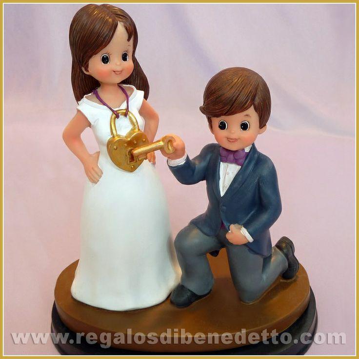 Figura para #Tarta de #Boda • Ábrele tu corazón!. Graciosa #CakeTopper donde la novia lleva un candado al cuello y el novio lo abre con una llave. For #Weddings