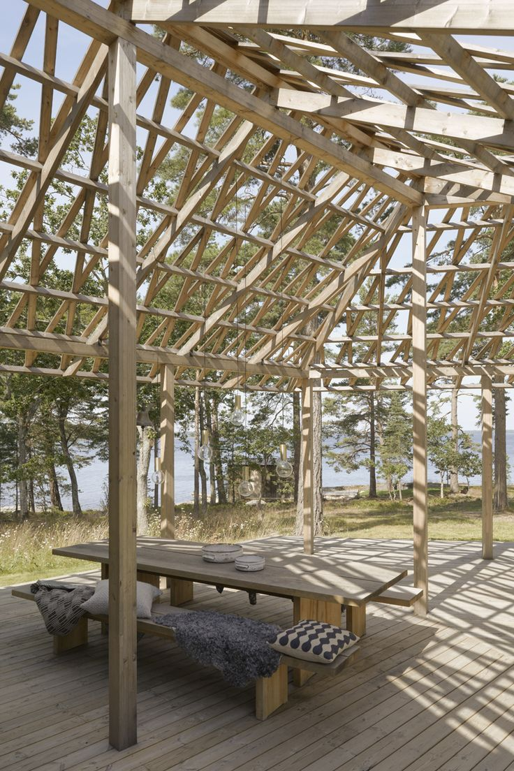 Skräddarsytt arkitektritat hus - www.sommarnojen.se #architecture #exterior #skandinaviskdesign #skandinaviskarkitektur #sommarhus #fritidshus #pergola #altan