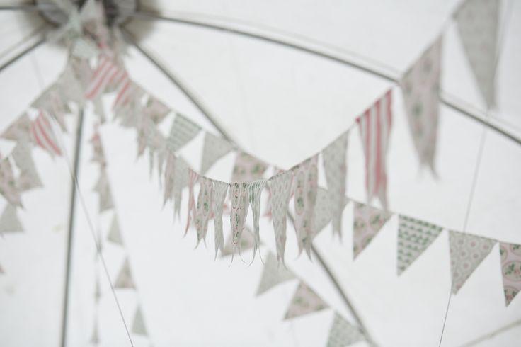 DIY Wedding bunting for mintgreen and pink wedding. Tent decoration. Gør-det-selv flagguirlander til Bryllup i festtelt.Farvetema Mintgrøn og lyserød