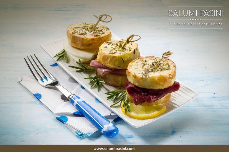 Crostini di pane con Prosciutto Cotto, Bresaola e formaggio..perfetti per merenda o aperitivo #salumipasini #ilgustodelleccellenza #prosciutto #bresaola #salumi