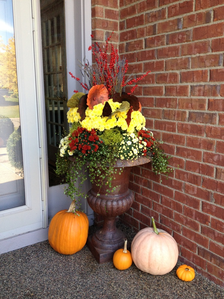 1000 images about autumn balcony on pinterest fall for Fall balcony decorating ideas