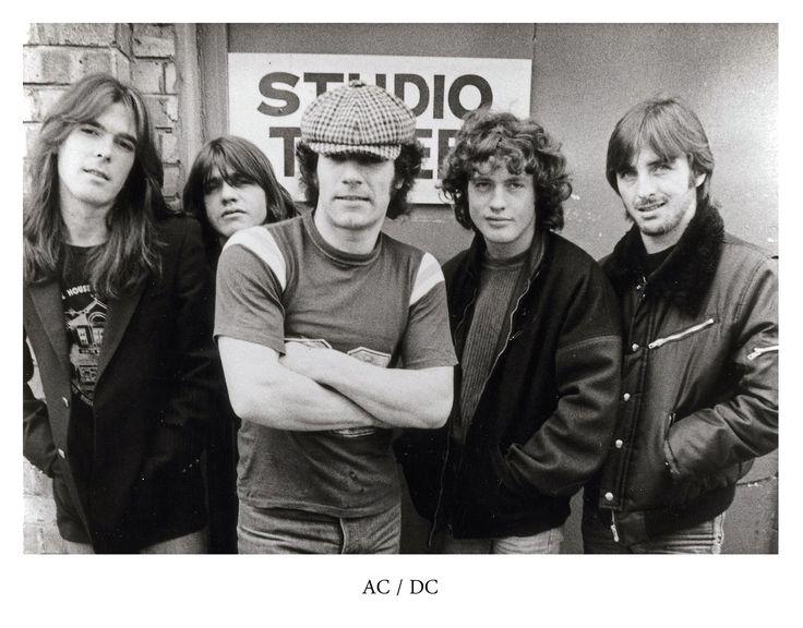Sänger Bon Scott ist noch keine sechs Wochen tot, als Brian Johnson in seine Fußstapfen tritt. Der Nachfolger bei AC/DC feiert nun seinen 70. Geburtstag.