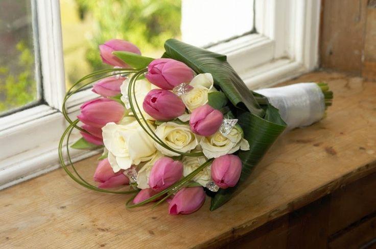 Toko Bunga Koja - Karangan Bunga Jakarta Utara: Hand Buket Mawar dan Tulip