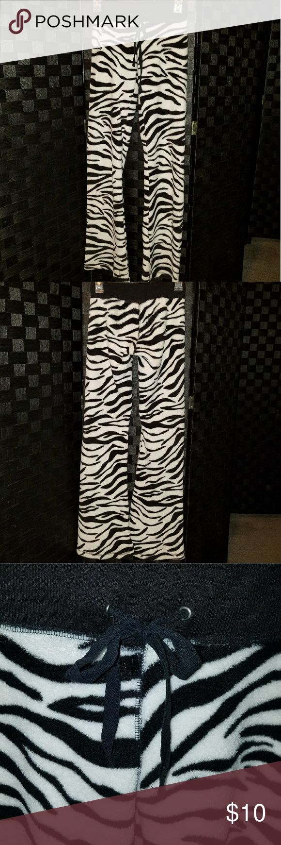 🆕 Derek Heart Lounge Pants Super soft and comfy wide leg zebra lounge/sleep pants by Derek Heart. Size XS and 100% Polyester. Derek Heart Intimates & Sleepwear