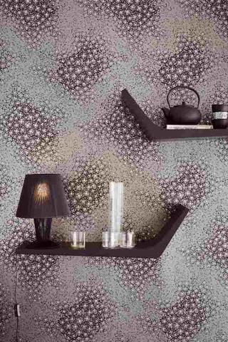 Kolekce Clover předvádí harmonii oblých tvarů, květinových vzorů, proužku a kruhů. Představují krásu meditativní malby v japonské zahradě. #design #wallpaper #style #interiordesign #Eijffinger #stylish #home