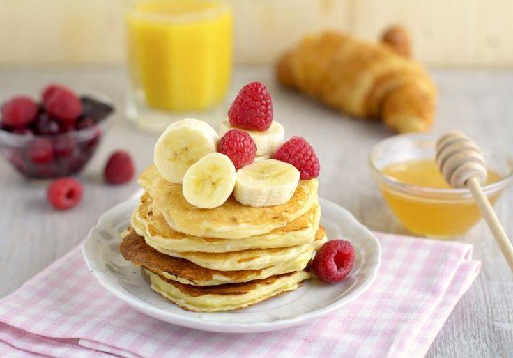 Ez a reggeli recept mindössze 2 összetevő, banánból és tojásból készíthető el, rendkívül egészséges, tápláló és extra finom ízű! Még egy nehéz naphoz is megfelelő tápanyagtartalommal bír. Kóstold meg, imádni fogod!