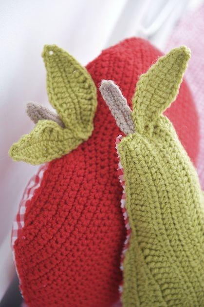 les 256 meilleures images propos de coussins au crochet tricots sur pinterest mod les de. Black Bedroom Furniture Sets. Home Design Ideas