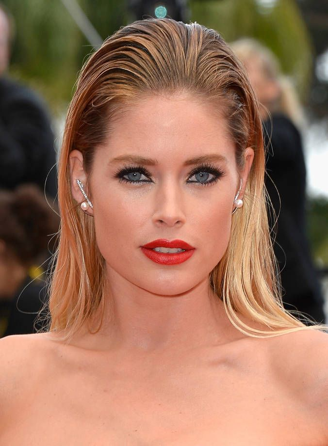 Il make up delle dive di Cannes 2015 | Matita nera e rossetto corallo per Doutzen Kroes | FOTO