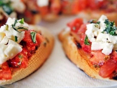 Μπρουσκέτες με ντομάτα και mozzarella