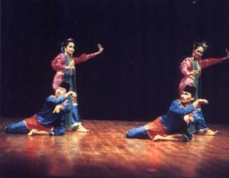 HIBURAN,korantangsel.com-Galeri budaya tangerang Tari cokek namanya, tariantradisional dari daerah Tangerangprovinsi Banten ini, orang tangerang mengenal Cokek sebuah tarian tradisional dari daerah Tangerang yang dimainkan pertama kali sekitar abad ke-19, di manapenari perempun dengan segala gerakan dan kibasan selendang yang begitu indah dan elok bila memandangnya diiring mencak silat penari laki-laki dengan gerakan kaki yang menggejik lantai begitu keras, bergantian berputar dan…
