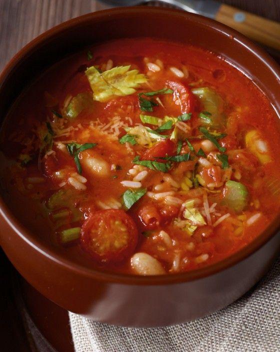Bohnen, Sellerie, Tomaten, Reis, mit Petersilie und Käse - so schmeckt uns der Winter!