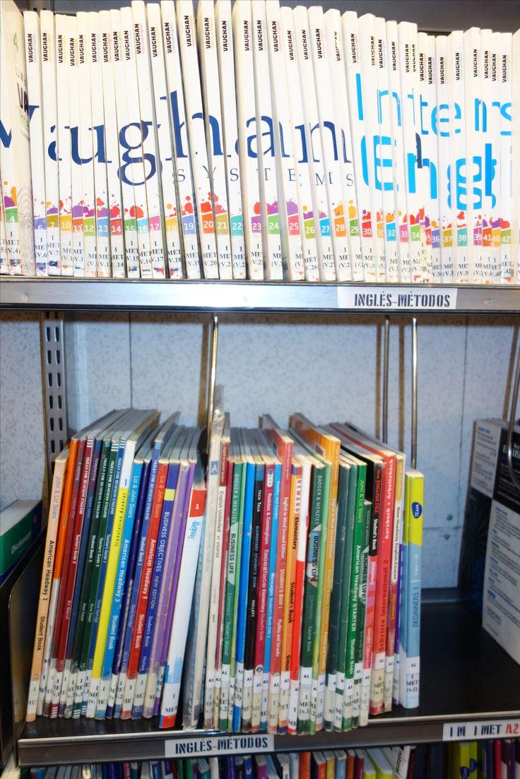 La Biblioteca junto con la Asociación de Amigos ofrece conversaciones en inglés todos los jueves y viernes. Aquí podéis ver fotos de las tertulias y otras actividades complementarias realizadas